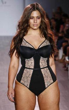 """Ashley Graham präsentierte selbst Teile ihrer Unterwäsche-Kollektion. Seit 2013 entwirft das Plus-Size-Modelfür das kanadische Unternehmen""""Addition Elle""""zauberhafte Dessous für kurvige Damen."""
