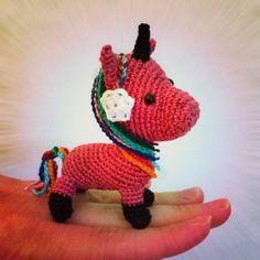 Free pattern for a unicorn keychain.