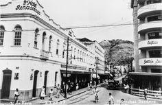 Rua Marechal Deodoro esquina com a Av. Francisco Bernardino, em 1950 (arquivo de Marcelo José Lemos).