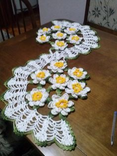 Resultado de imagem para trilho de mesa de croche cacho de uva