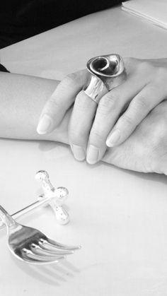 photo: gianluca widmer  jewels: natsuko toyofuku #modeling #jewelry #bijoux #gioielli #schmuck #silver #silber #argento #argent #bronze #beauty #addictedtojewelry #addictedtophotography #fahionaddicted #fahionblogger #blogger #stagelightning #lightning #light #photography #photographie #fotografie #schmuckfotografie