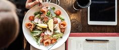 A healthy diet is one of the most important treatment approaches to managing polycystic ovary syndrome (PCOS), but that doesn't mean women with the condition can't go out to eat! Healthy Salads, Healthy Eating, Healthy Recipes, Avocado Salads, Stay Healthy, Low Gi Lunches, Time Restricted Eating, Pcos Diet, Eat Smart