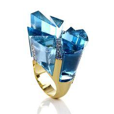 The Brazilian Carla Abras won the IBGM Design Awards 2012 in the category Differentiated Stoning with this ring Breaking rules in cuts and composition!! Yellow gold with blue topaz and diamonds Touché! __________ La brasileña Carla Abras ganó el IBGM Design Awards 2012 en la categoría Lapidación Diferenciada con esta sortija Rompiendo normas en talla y composición!!! Oro amarillo con topacios azules y diamantes Touché! __________ #DeJoyaEnJoya #FromJewelToJewel #Je...