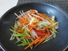 Terülj, terülj asztalkám!: Kínai tészta pirított zöldségekkel, csirkehússal Japchae, Carrots, Food And Drink, Vegetables, Ethnic Recipes, Carrot, Vegetable Recipes, Veggies