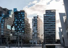 Wohnhochhaus in Oslo, MAD Arkitekter, Blick vom Bahnhof auf das Wohnhochaus, Foto: Jiri Havran