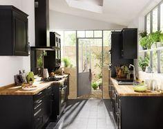 { Today I ♥ } Les cuisines rustiques chic (cuisine Bistro de Lapeyre) Kitchen Interior, New Kitchen, Kitchen Dining, Timber Kitchen, Wooden Kitchen, Black Kitchens, Home Kitchens, Küchen Design, House Design