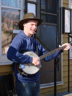 Street performer at Cedarburg, Wisconsin Winter Festival