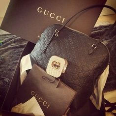 Gucci winter 2015 What a lovely bag made by Gucci. Gucci makes very beautiful bags! I love them(Gucci Watches,Gucci Wallets,Gucci Sunglasses,Gucci Shoes)very much,It looks great! Best Handbags, Gucci Handbags, Fashion Handbags, Purses And Handbags, Gucci Bags, Handbags Online, Gucci Purses, Gucci Wallet, Gucci Gucci