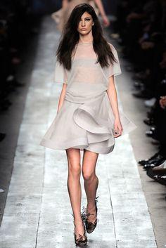 Valentino Spring 2010 Ready-to-Wear Fashion Show - Jacquelyn Jablonski (Elite)
