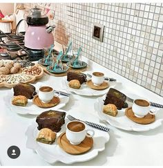 Food Design, Mooncake, Coffee Bar Party, Romantic Breakfast, Coffee Presentation, Breakfast Platter, Food Platters, Time To Eat, Cafe Food