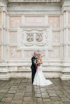 After-Wedding-Shooting, in Venedig, bei Regen, Regenschirm, Kirche,