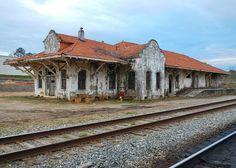 Wadley Railroad Depot in Randolph County, Alabama Abandoned Train Station, Old Train Station, Train Stations, Abandoned Churches, Abandoned Places, Scale Model Architecture, Randolph County, Old Trains, Vintage Trains