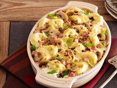 Tortellini-Auflauf mit Schinken und Frühlingszwiebeln ist ein Rezept mit frischen Zutaten aus der Kategorie Zwiebelgemüse. Probieren Sie dieses und weitere Rezepte von EAT SMARTER!