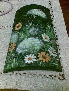 Pittura su tegola con colori acrilici