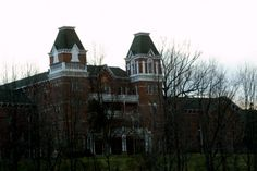 The Ridges: The former Athens Lunatic Asylum sits close to the Ohio University campus where students and visitors alike often dare to explore the place known for several paranormal sightings and the beginning of the infamous lobotomy procedure. Most Haunted Places, Scary Places, Places To See, Abandoned Buildings, Abandoned Places, Abandoned Ohio, Abandoned Asylums, Haunted Hotel, Roadside Attractions