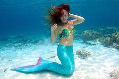 Fã de 'A Pequena Sereia' trabalha como versão de carne e osso de Ariel >> http://glo.bo/1PSytKA