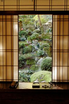Garden, Kyourinbow, Shiga, Japan, by Sazanami Ayame. Style Japonais, Art Japonais, Japanese Interior, Japanese Design, Ventana Windows, Washitsu, Japan Garden, Japanese Architecture, Pavilion Architecture