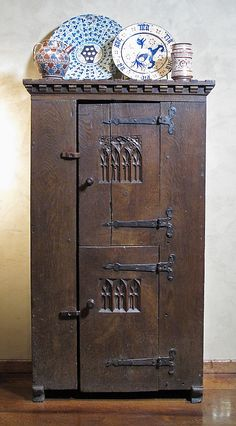 Chest Date: late 15th century