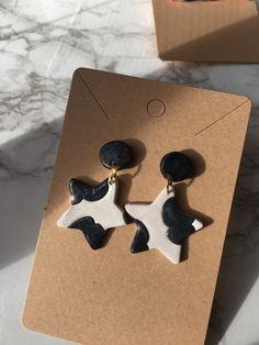 Diy Clay Earrings, Earrings Handmade, Handmade Jewelry, Handmade Polymer Clay, Polymer Clay Jewelry, Earring Studs, Stud Earrings, Cow Print, Clay Crafts