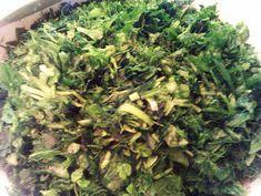 Τα Μυστικά της Παν..ωραίας: ΚΑΤΑΠΛΗΚΤΙΚΗ ΣΠΑΝΑΚΟ - ΧΟΡΤΟΠΙΤΑ ΜΕ ΧΩΡΙΑΤΙΚΟ ΤΡΑΓΑΝΟ ΦΥΛΛΟ! ΣΥΝΤΑΓΗ ΤΗΣ ΓΙΑΓΙΑΣ ΠΑΝΩΡΑΙΑΣ! How To Dry Basil, Herbs, Food, Essen, Herb, Meals, Yemek, Eten, Medicinal Plants