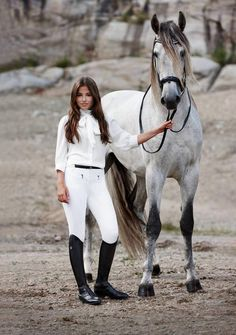 Chloé Schuterman - Equestrian in white with a Gray horse: a very smart pair