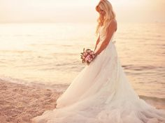 Wallpaper Bride on the beach - Photos and Free Walls