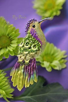 HUMMINGBIRD ~Julia Gorina is extra talanted jewelry artist. She makes amazing and wonderful alive birds brooches. She use silk, vintage fabric, seed beads, sequins, different glass beads and other nice high quality materials. Fabric Birds, Fabric Art, Art Du Fil, Bird Crafts, Beaded Animals, Ribbon Work, Ribbon Embroidery, Crewel Embroidery, Russian Embroidery