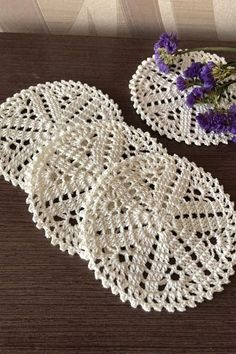 Home accessories, cream small doilies Crochet Coaster Pattern, Crochet Doily Patterns, Crochet Art, Crochet Round, Crochet Home, Thread Crochet, Crochet Motif, Crochet Crafts, Yarn Crafts