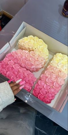 21st Bday Ideas, 21st Birthday Decorations, Birthday Ideas, Pink Birthday Cakes, Beautiful Birthday Cakes, 21st Bday Cake, Birthday Goals, 22nd Birthday, Girl Birthday