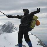 O Club Alpino Ourensán, propuña para o fin de semana do 13 e 14 de abril, unha travesía con vivac polo macizo de Peña Ubiña, preparada por Ángel e á que apuntámonos 7 socios/as, Mero, Samuel, Isab...