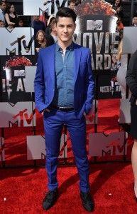 Michael Willett #streetwear #celebrities #fashion #suit http://www.cefashion.net/celebrity-fashion-trends-april-2014-celebrity-street-styling/