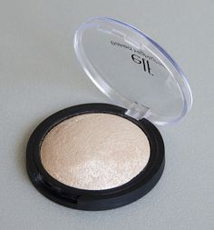 Enlumineur cuit marbré (Moonlight Pearls) - e.l.f. #blog #beaute #maquillage #makeup #teint #lumineux #enlumineur #illuminateur #cuit #marbre #baked #highlighter #moonlightpearls #elf http://mamzelleboom.com/2014/04/03/bb-cream-spf20-enlumineur-highlighter-cuit-marbre-elf/