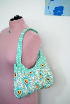 Free Curvy Bag Sewing Pattern & Tutorial