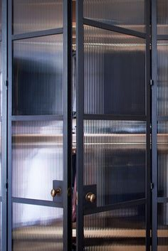 clean steel lines, modern and classic in design NgLp Designs shares CRITTAL-Style Steel Doors for the Home. Beautiful as they are, the screens a Timber Kitchen, Kitchen Doors, Saint Gobain Glass, Porta Diy, Zigarren Lounges, Crittal Doors, Parquet Chevrons, Steel Frame Doors, Wooden Cupboard