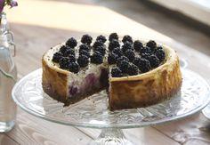 Opskrift: Ricotta cheesecake med brombær og lakrids | Woman.dk