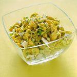 Scopri su Sale&Pepe un'idea originale per una ricetta di pasta al pesto diversa: le conchigliette al pesto di sedano e noci con pecorino fiore sardo.