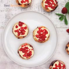 Raspberry And White Chocolate Muffins, Chocolate Raspberry Brownies, Raspberry Muffins, Fruit Recipes, Muffin Recipes, Baking Recipes, Cake Recipes, Desserts With Biscuits, Cookies