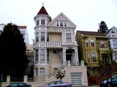 San Francisco Victorian Estate | Flickr - Photo Sharing! Victorian Porch, Victorian Style Homes, Beautiful Buildings, Beautiful Homes, San Francisco Apartment, Modern Log Cabins, Old Houses, Pink Houses, Dream Houses