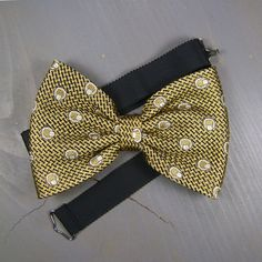 Items similar to Bow Tie, Bow Ties For Men, Mens Gift, Wedding Bow Tie, Vintage Clothing on Etsy Bow Tie Wedding, Gift Wedding, Vintage Clothing, Vintage Outfits, Tie Bow, Silk Ties, Grosgrain, Hand Sewing, Bows