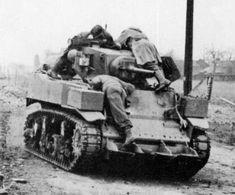 Panzerkampfwagen M3 740(a) 1945, fine febbraio, nei pressi di Rheindahlen. Il 1° marzo, l '83° divisione ha preparato una piccola task force per prendere il ponte sul Reno a Oberkassel vicino a Dusseldorf. L'elemento principale della task force era costituita da GI di lingua tedesca , e un paio di carri armati dipinti con marchi tedeschi. Questo è uno di quei carri armati.