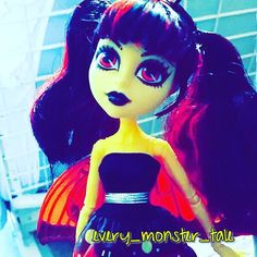 Luuuunnaaaa #monsterhigh #lunamothews #booyork #dolls #dollcollector #mattel #doll #dollphotography by every_monster_tale