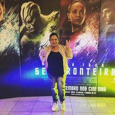 """A convite do @barrashoppingsul, vim assistir a pré-estreia do filme Star Trek Sem Fronteiras! Não sei nada da franquia, além do sinal """"live long and prosper"""", e estou bem curiosa para conhecer mais! Oba! 📽🎞 #movienight #movie #filme #cinema #startrek #livelongandprosper #barrashoppingsul #cinemark #semfronteiras #fiction #sci-fi #aventura #adventure #space #blog #blogger #blogueira #poa #portoalegre #pipoca #popcorn #lookdodia #ootd #lifeasdaphne"""