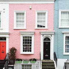 Brightening your day with a #prettycitylondon facade shot by @steffi_daydreamer