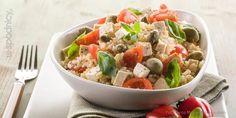 Sałatka ryżowa z pomidorem, tuńczykiem,  oliwkami i serem feta