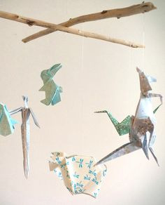Anyone who has tried Origami knows it's not that easy, and takes quite some time to create. Made in France by hand- made from genuine Japanese paper in the So Unusual 2016 colour ways and suspended by driftwood. A kangaroo, parrot, rabbit, piglet, crane and elephant.