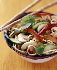 Paprika-nuudelisalaatti Pasta Salad, Ethnic Recipes, Food, Red Peppers, Crab Pasta Salad, Eten, Meals, Macaroni Salad, Diet