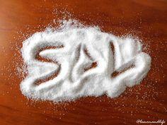 Oímos en todas partes que el exceso de la sal es perjudicial, sabemos que debemos reducir su consumo, pero..¿por qué?¿qué cantidad tomar?¿con qué sustituirl