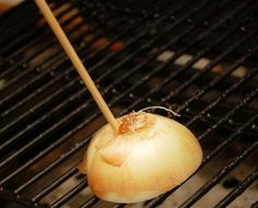 Clean the Grill with an Onion is listed (or ranked) 5 on the list BBQ Hacks Every Grill Master Should Know Bbq Pitmasters, Barbecue, Bbq Grill, Grill Grates, Grilling Tips, Grilling Recipes, Best Portable Grill, Great Recipes, Favorite Recipes