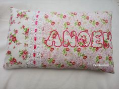 Naamkussentje Model: Anoek 25 x 40 cm Baby Clothes Patterns, Clothing Patterns, Bed Pillows, Cushions, Sunglasses Case, Pillow Cases, Model, Pipes, Toss Pillows