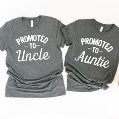 Trendy Baby Announcement Ideas For Aunt Parents Ideas Pregnancy Announcement To Parents, Grandparent Pregnancy Announcement, Baby Announcements, Announcing Pregnancy To Grandparents, Grandma And Grandpa, Mom And Dad, Vogue Kids, Gender Reveal Shirts, Pregnancy Shirts